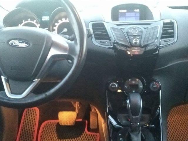 Купить б/у Ford Fiesta, 2015 год, 120 л.с. в России
